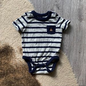 5 items for $30 Baby gap onesie
